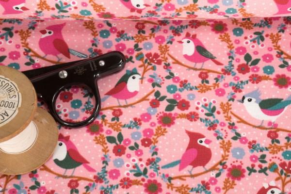 Baumwoll Jersey Vögel im Blumenkranz auf rosa