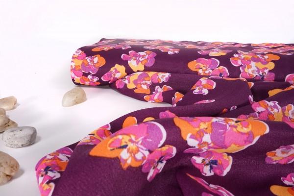 Viskosedruck Blüten auf violett by Milliblu's