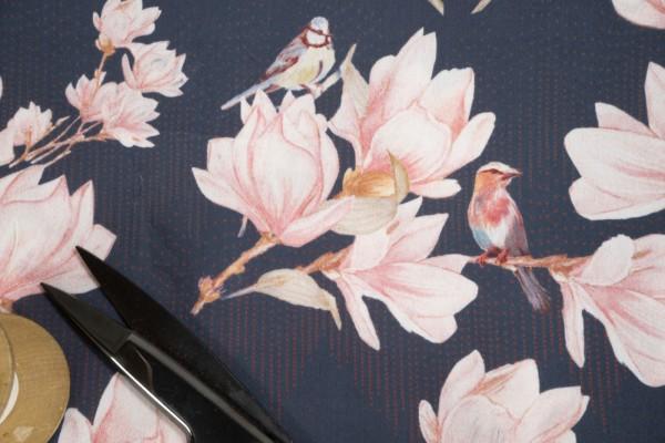 Baumwollsatin Blüten rosa auf dunkelblau