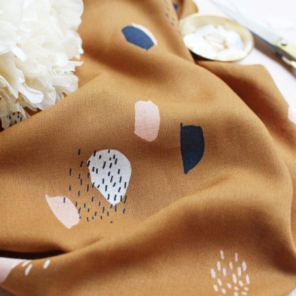 Viskose Moonstone Ochre Flecken auf ocker by Atelier Brunette