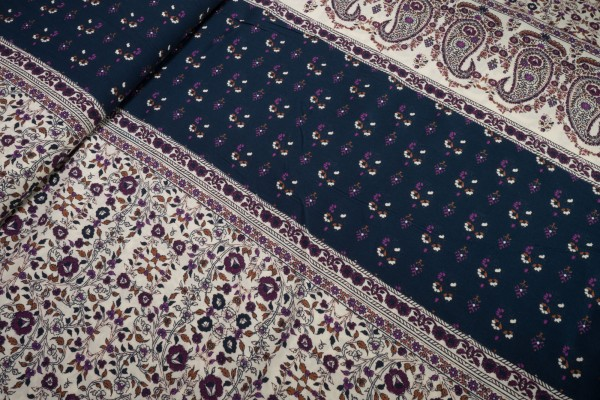 Viskose Bordüre Blüten und Paisley dunkelblau dunkellila auf ecru
