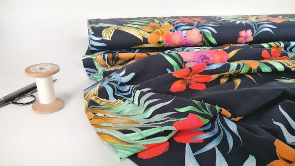 Baumwoll Jersey tropische Blüten auf dunkelblau by Stenzo